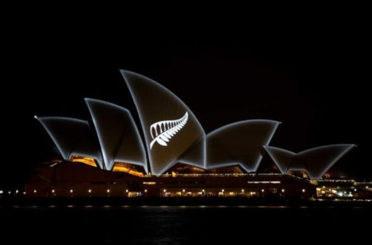 シドニー・オペラハウスもNZ乱射事件の犠牲者に哀悼の意
