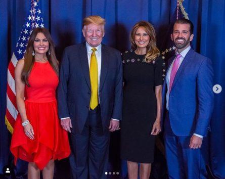トランプ大統領夫妻(中央の2人)も息子の新恋人キンバリーさんを大歓迎