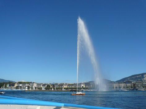 オフでスイスへ レマン湖の大噴水(Photo by 佐藤めぐみ)