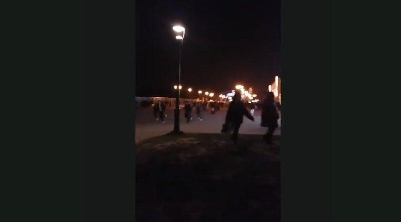 ディズニーランド・パリ、大音響の異音で来場者がパニック