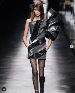 クールなファッションが多いカイア。