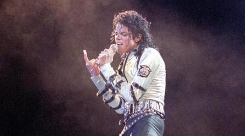 マイケル・ジャクソンに憧れ改名した男性 「元の名前に戻したいから寄付して!」