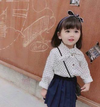 母に思いきり蹴られたモデル。(Picture: AsiaWire / Xiaoxi)