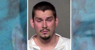画像:『WIS 10 NEWS』Father arrested after accidentally shooting 6-year-old during gun safety lesson(Photo:Glendale Police/KTVK/CNN)