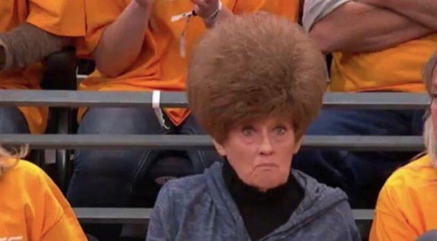 この女性に気を取られ、試合観戦どころじゃなくなった!?
