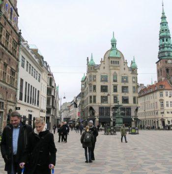 ヴィトンやロイヤルコペンハーゲンがあるあたり(Photo by 朝比奈)