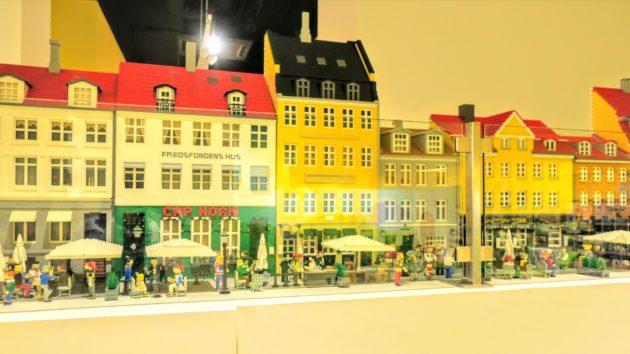 LEGO本店はとても大きく楽しい展示品がいっぱいでした(Photo by 朝比奈)