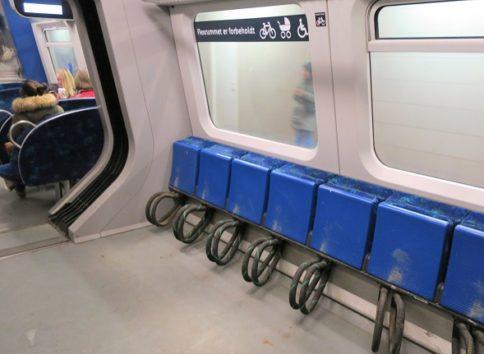 折り畳み式などではなくても、自転車はそのまま載せられます(Photo by 朝比奈)