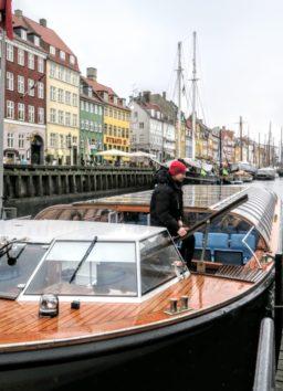 これがニューハウン運河巡りのクルーズ船です(Photo by 朝比奈)