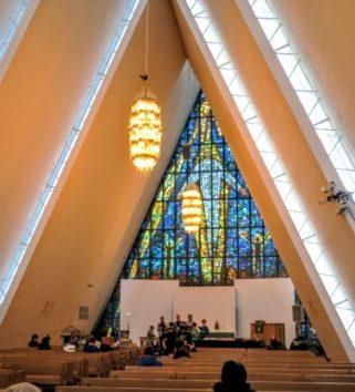 外から見るより、中に入った方が教会の大きさをより感じます(Photo by 朝比奈)