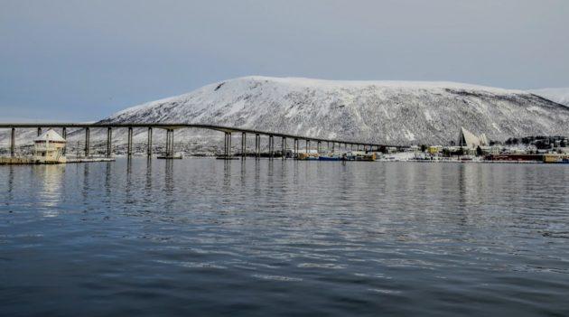 ノルウェー本土に続くトロムソ大橋(Photo by 朝比奈)