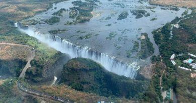 <世界旅紀行>『アフリカ』その1 ヴィクトリアの滝(ジンバブエ+ザンビア遊歩道を歩く)