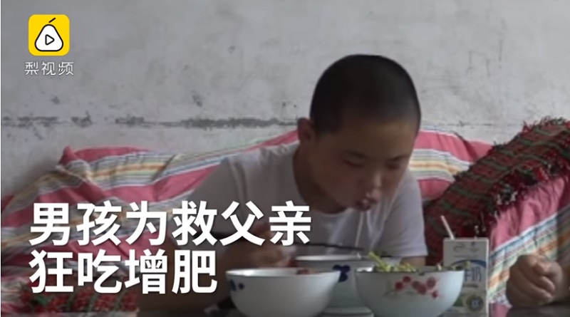 画像: 『Oddity Central』11-Year-Old Boy Eats Five Times a Day to Gain Weight And Save His Father's Life