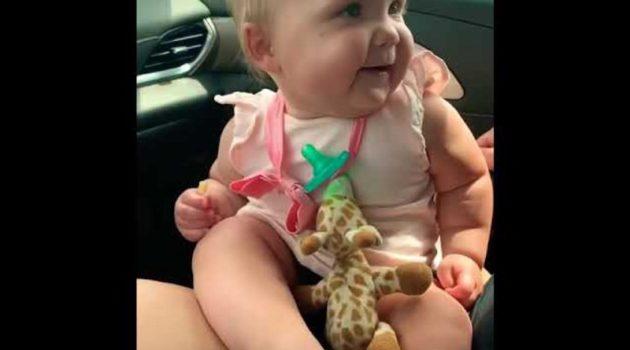 画像:2019/08/25に公開YouTube『Jennifer Burnett- Doole―Dancing Baby Ella-McDonald's Fries and the JoBros』のサムネイル