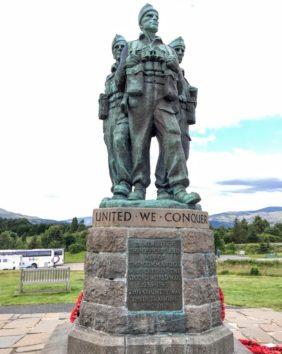 スピアン・ブリッジの「コマンドメモリアル戦争記念碑」(Photo by 朝比奈)