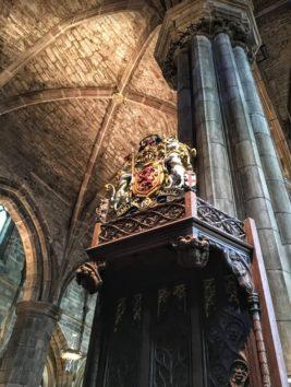 この石柱、本当に巨大でした(Photo by 朝比奈)