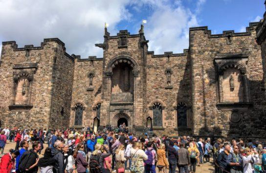 スコットランド国立戦争記念館はとても大きな建物です(Photo by 朝比奈)