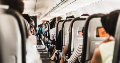 体調不良を訴えた男性が機内で死亡(画像はイメージです)