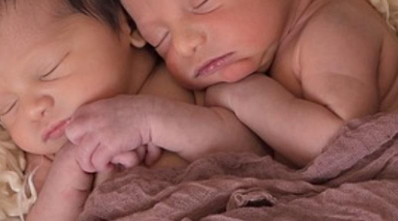 男の子と女の子の双子には新型コロナウイルス感染症 にちなんだ名がつけられた(画像はイメージです)
