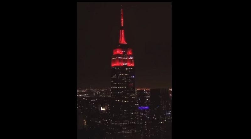 赤色回転灯のように見えるエンパイア・ステート・ビルディング(画像はInstagramのスクリーンショット)