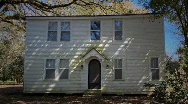 (幽霊屋敷として有名な家、なかなか売れず…)