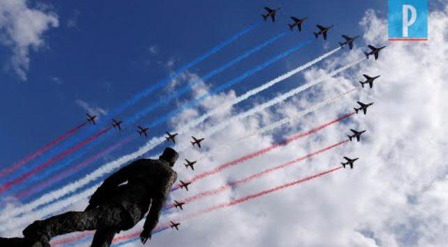 シャルル・ド・ゴール像の上空で見事な編隊飛行(画像はYouTubeのサムネイル)